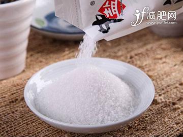 该如何拒接脂肪堆积,每天饮食少点盐就能做到