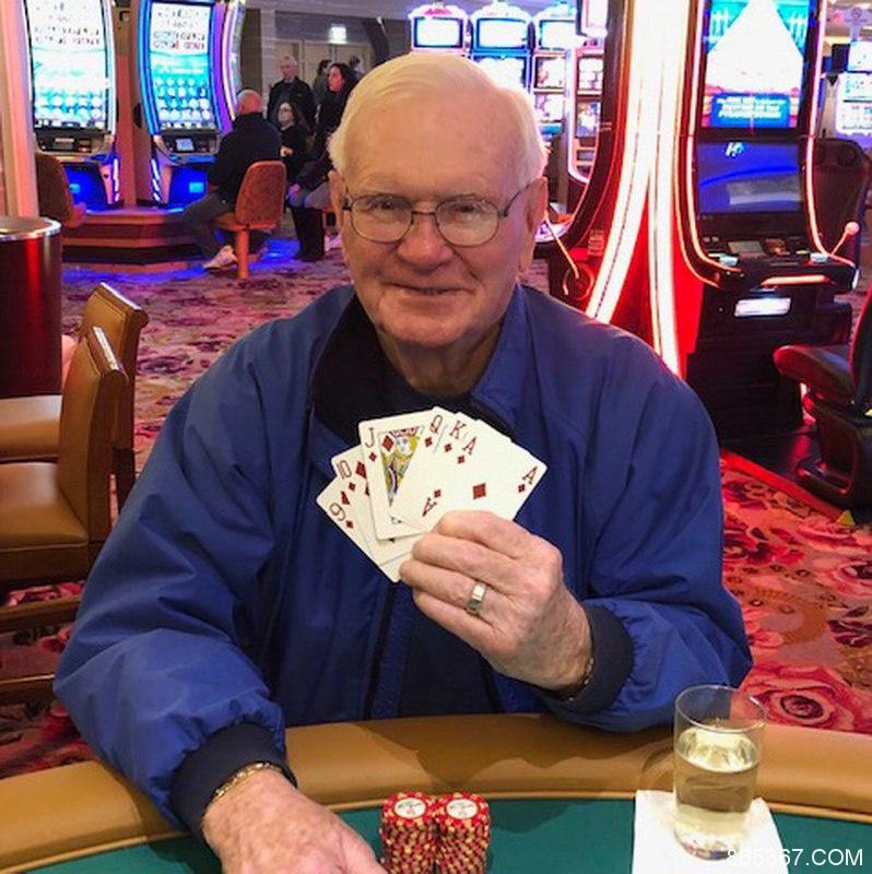 85岁老人五美元下注赢得百万大奖