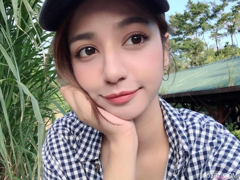 台湾混血系正妹 甜美脸蛋诱人美腿令人想犯规