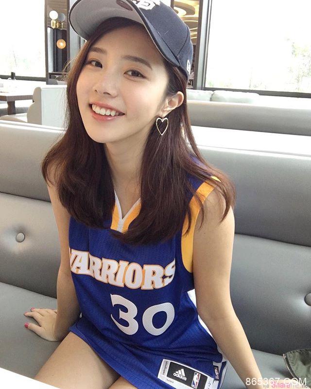 台湾甜美气质正妹Zora Chen 性感比基尼展现火辣身材